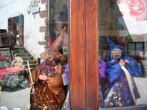 Brujas a la venta en Zugarramurdi.